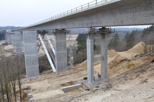 motorvejsbro funder ådal